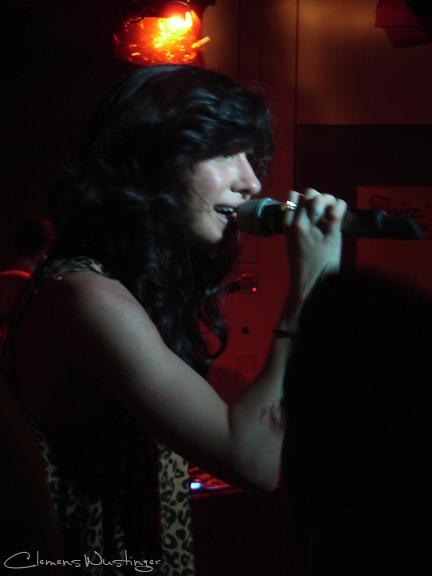 20090819104941 amanda blank sings r0010475 in Music, People